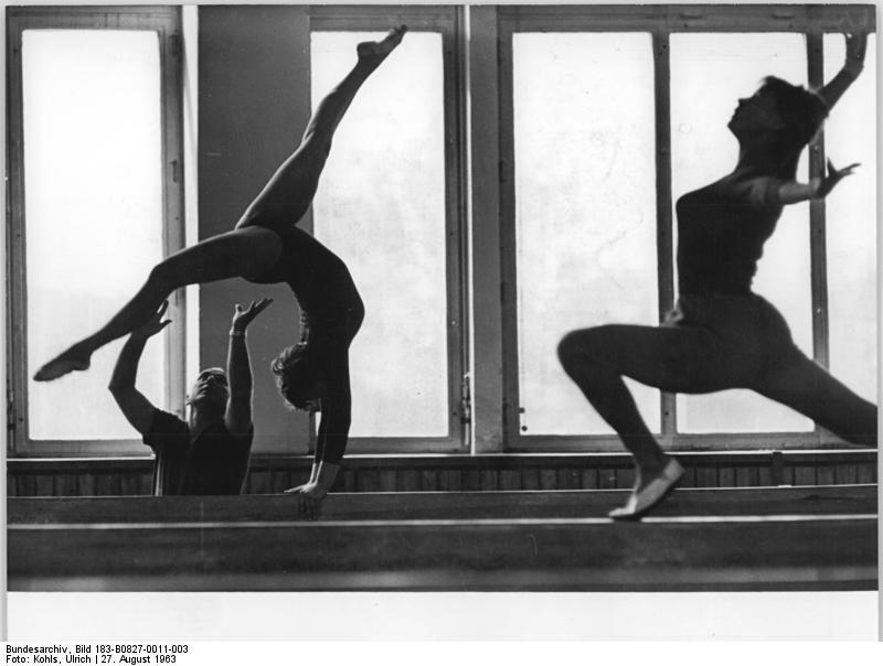 Akrobatik I (Bogengänge / Überschläge)